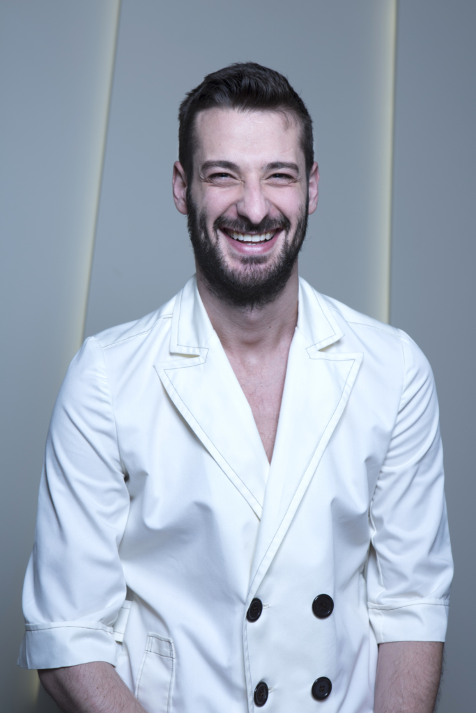 DR. ÁNGEL LARRAZ