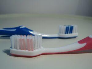 Cepillo de dientes manual.
