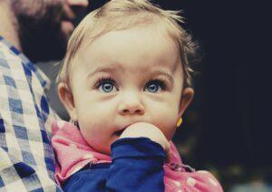 Es habitual que los dientes comiencen a salir a los 3 meses de edad